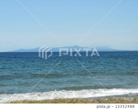 野付半島から眺める国後島 13352488