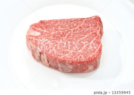 国産黒毛和牛のシャトーブリアン(ヒレ肉の最高級)です。 13359945