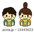 ポテトチップスの袋を持った子供2 13443623