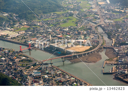 熊本県天草市の市街地を空撮 13462823