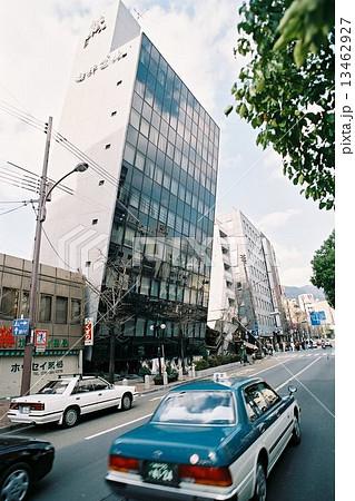 阪神大震災当日、柏井ビル倒壊前 13462927
