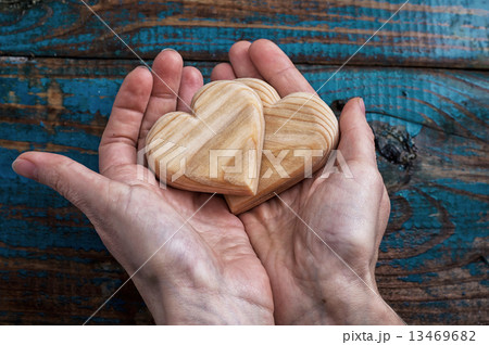 two symbolic wooden heartの写真素材 [13469682] - PIXTA