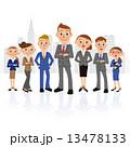 男性中心の実業家グループとビル 13478133