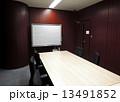 木目調の役員用会議室 13491852