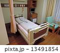 病院の病室ベッド 13491854