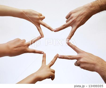指で作ったスターマーク 13499305