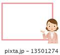 スーツを着た女性 案内 コピースペース 13501274