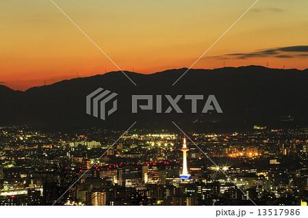京都市街夕景 13517986