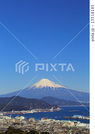 富士の見える風景~日本平望岳橋より望む 13518185
