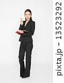 手帳 ビジネスウーマン 女性の写真 13523292