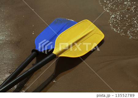 Two paddles 13552789