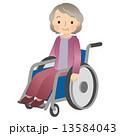車椅子に乗る高齢者 女性 13584043