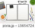 上側 テーブル えんぴつのイラスト 13654724