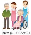 高齢者と介護士 シニア 13659523