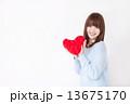 若い女性 バレンタイン  13675170