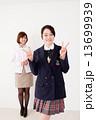 ピース 高校生 女子高生の写真 13699939