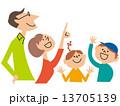 家族4人 注目する02 13705139
