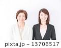 人物 笑顔 女性の写真 13706517