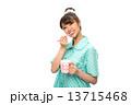 歯磨きのパジャマの女性 13715468