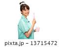 歯磨きのパジャマの女性 13715472