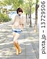 若い女性 ポートレート 13729506