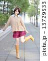 若い女性 ポートレート 13729533