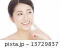 人物 笑顔 女性の写真 13729837