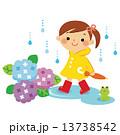 女の子 雨 子供のイラスト 13738542
