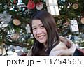 女性 クリスマスツリー 13754565