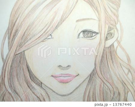微笑む若い女性の手描きのイラスト 13767440