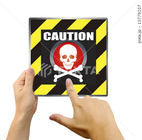 危険なボタンを押す手 13779107