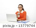 アジア人 コーヒーカップ 女性の写真 13779744