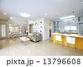 洋風建築 リビング キッチン 13796608