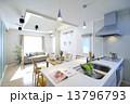 洋風建築 リビング キッチン 13796793