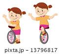 一輪車に乗る女の子 13796817