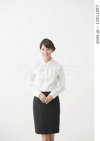 白シャツの女性(ビジネス) 13811867