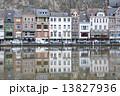 ディナン 街並み 川面の写真 13827936