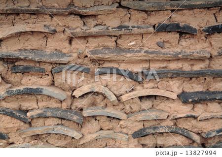 韓国の田舎の土壁 13827994