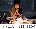 ディナー レストラン 女性の写真 13848806