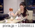 ディナー 女性 乾杯の写真 13848811