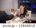 ディナー 女性 乾杯の写真 13848816