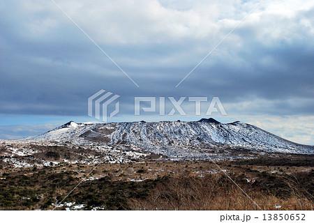 雪の大島三原山 13850652