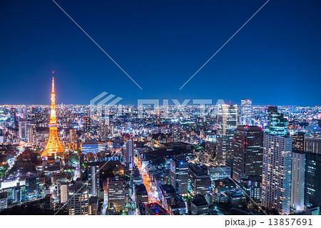 東京・オフィス街の夜景 13857691