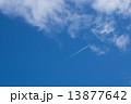 青空と飛行機雲 13877642