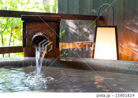 露天風呂の湯口 13901824