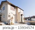 新しい町の家並み 13934574