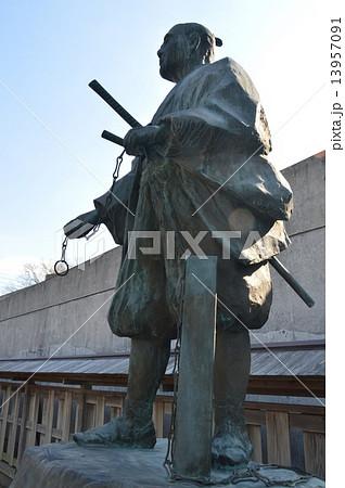 間宮林蔵の像(間宮林蔵記念館/茨城県つくばみらい市上平柳64-6) 13957091