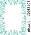 椰子の葉 椰子 ヤシ 緑の葉 青 熱帯 トロピカル 暑い ハワイ 沖縄 バリ バリ島 リゾート 風 爽やか 自然 空 旅行 夏 木 夏休み 休暇 熱帯性 パーム 背景 フレーム 枠 壁紙  13962103