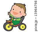 三輪車に乗った男の子 13964798