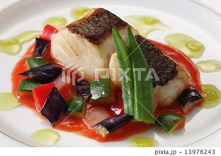 料理 西洋料理 魚料理 すずき 鉄板焼き 魚 食品  13976243
